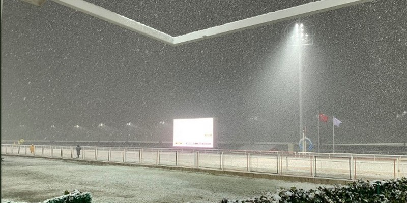 Kocaeli'de yarışlar lapa lapa karlar