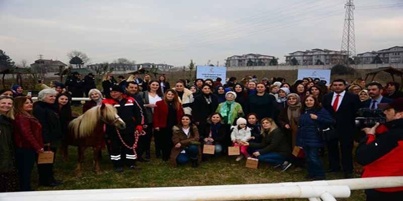 8 Mart Dünya Kadınlar günü Fidan dikme etkinliği, Kocaeli Kartepe Hipodromu'nda gerçekleşti.