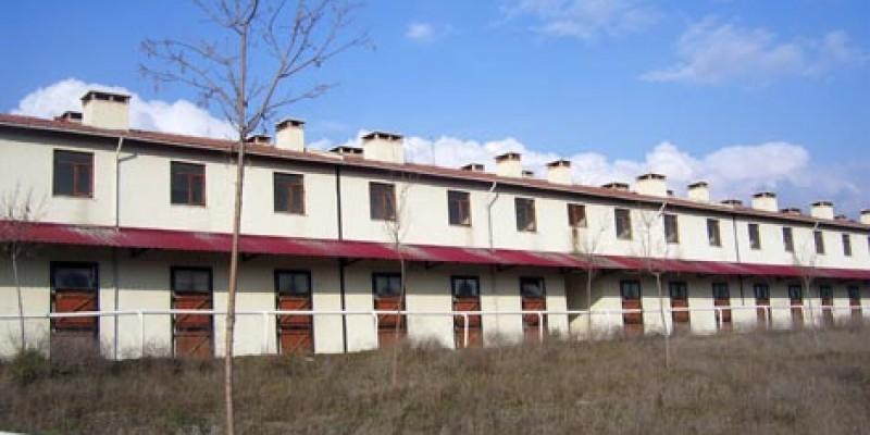 Ankara 75 yıl Hipodromu'nda  yeni yapılan Ahırların son durumu
