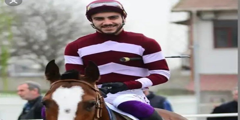 Jokey Mustafa Çiçek Belini incittiği için at binmedi