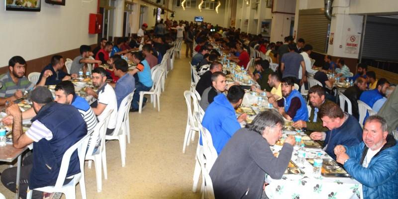 At Sahibi Yetiştirici Adil Köseoğlu 1000 Kişiye Bursa Osmangazi Hibedromu'nda İftar yemeği verdi