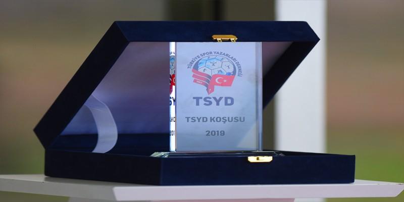TSYD Koşusunu KREACHER Jokeyi Gökhan Gökçe'yle son 200'den sonra müthiş sprint yaparak kazandı.