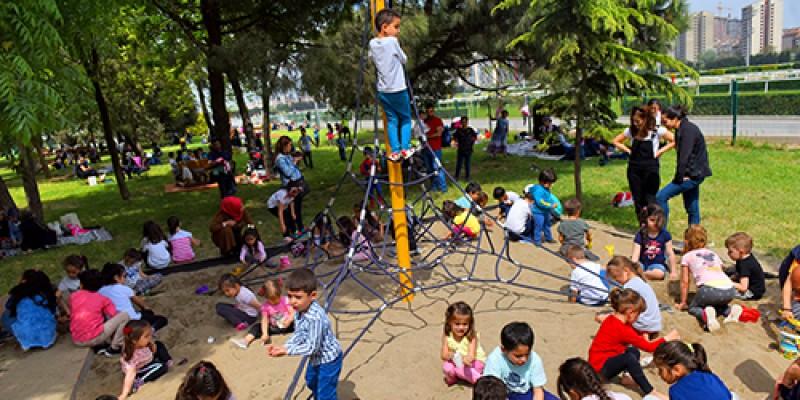 Veliefendi Hipodromuna artık giriş ücretsizdir, piknik alanında çocuk oyun parkı yenilendi
