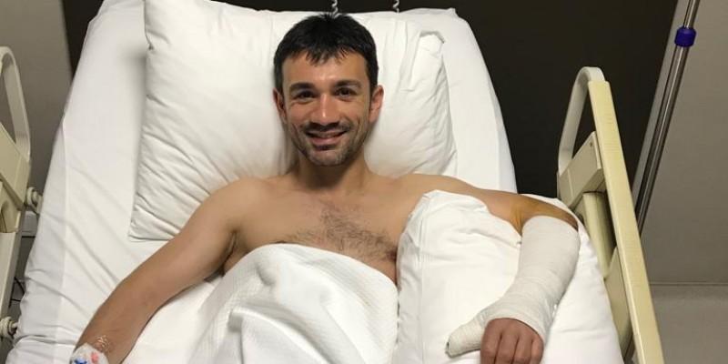İstanbul'da sabah idmanında taydan düştü Bursa,da aynı gün koşularda safkanlara bindi bir gün sonra İstanbul Hizmet hastesinde ameliyata girdi 4.saat sonra ameliyattan çıktı.