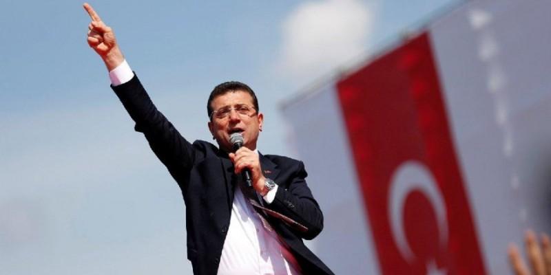 İstanbul Büyükşehir Belediye Başkanı Ekrem İmamoğlu, 93. Gazi Koşusunda yarışseverlerin sevgi coşkusuyla karşılandı