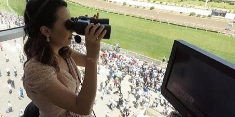 TJK'dan Gazi günü rekor hasılat, rekor seyirci ve Esen Gök Kadın Binici Dostluk Kupasını anlatarak ülkemizde at yarışı sunan ilk kadın sunucu olarak adını tarihe yazdırdı