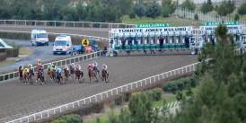 Binici start çıkışında atın başındaki örtüyü çıkarmayı unutunca faciadan dönüldü. Urfa'da ceza rekoru kırıldı