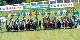 Amerika Kentucky Downs starta iki at girmeden start verildi bakın sonrasında neler oldu.