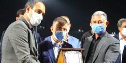 TYAYSD Şanlıurfa Şube Başkanı Yakup Elğaç miletvekili Mehmet Ali Cevheri'ye Plaket verdi