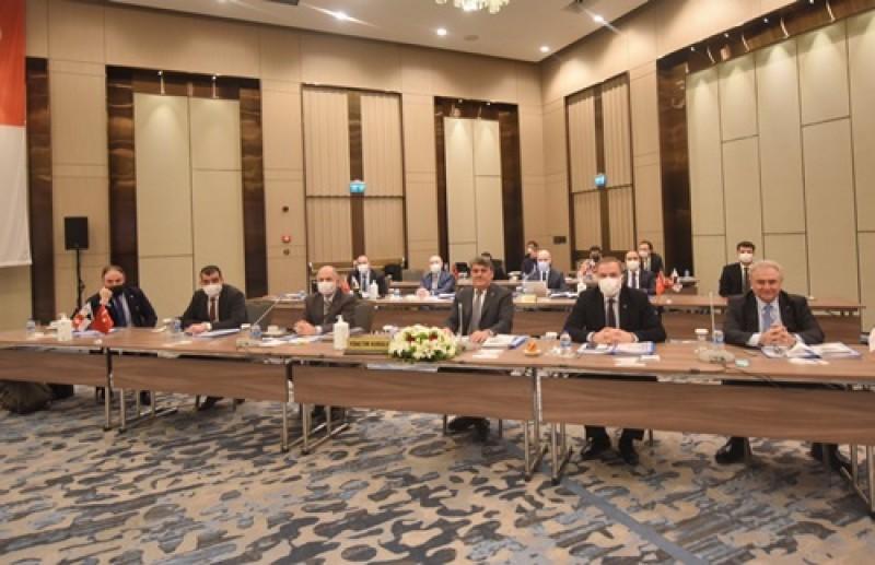 Soldan sağa; Tuğban İzzet Aksoy (Yönetim Kurulu Üyesi), Adil Mert Kaya (Genel Sayman), Ahmet Özbelge (Genel Sekreter), Serdal Adalı (Başkan), Hakan Yücetürk (Yönetim Kurulu Üyesi) ve Yüksel Göktürk (Yönetim Kurulu Üyesi)