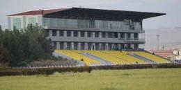 TJK Şanlıurfa Hipodromu Tay Idman Merkezi ve 288 box tek katlı tay ahırı yapıyor.