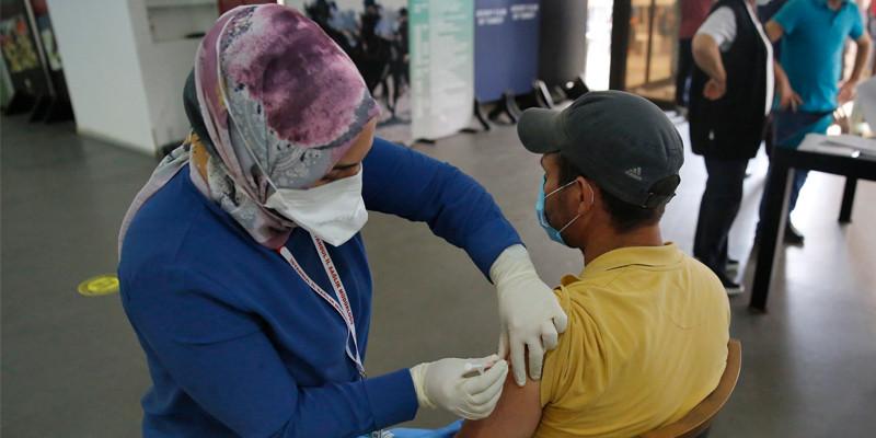 Veliefendi Hipodromu'nda Covid-19 aşısı yapılmaya başlandı