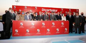 Diyarbakır Hipodromu'nda gece Yarışları açılışında Serdal Adalı, Mehmet Mehdı Eker konuşma yaptı