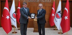 Türkiye Jokey Kulübü Diyarbakır Valisi Münir Karaloğlu'na nezaket ziyareti yaptı